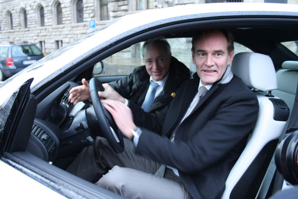 Schon 2011 testete OBM Burkhard Jung den damals neuen E-BMW. Foto: Ralf Julke