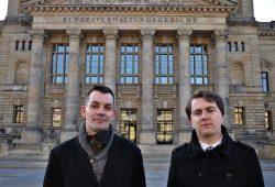 Gastronom Fabian Schmidt (l.) und Rechtsanwalt David Wirth (r.) gehen juristisch gegen den Lockdown vor. © Antonia Weber