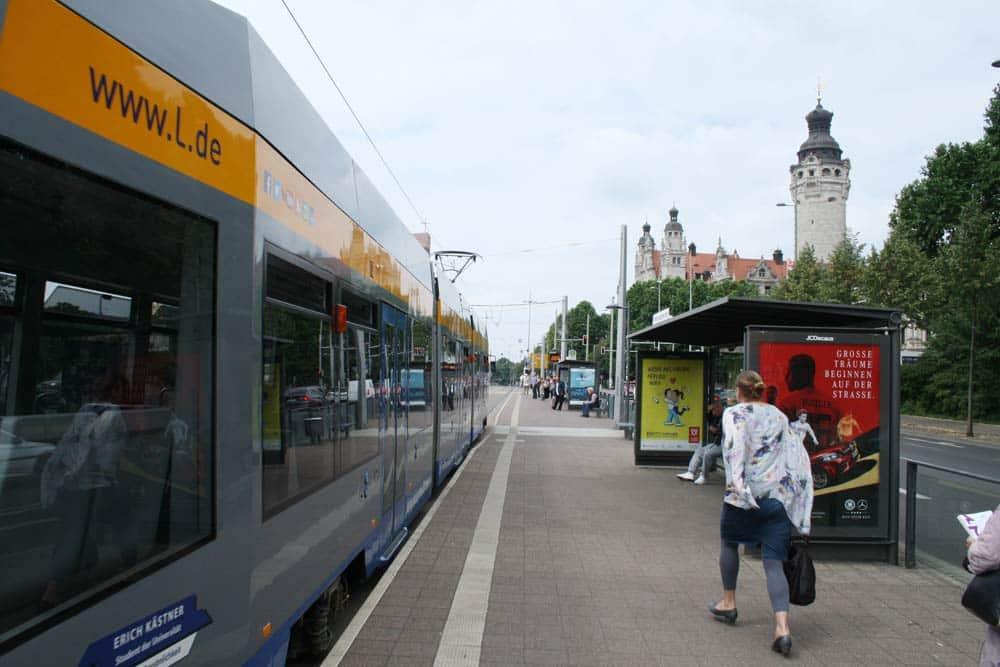 Straßenbahnhaltestelle Wilhelm-Leuschner-Platz. Foto: Ralf Julke