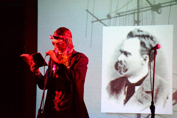 Peformance mit Kurt Mondaugen. Foto: Peter Kann