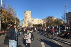 14:15 Uhr Demo dehnt sich bis Ringcafé aus. Foto: L-IZ.de