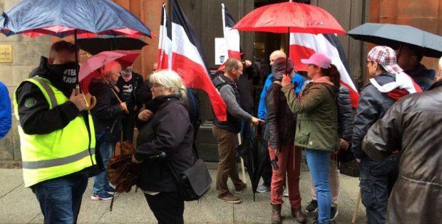 Reichsflaggen sind auf der Großdemo am Samstag offiziell unerwünscht. Da viele Neonazis kommen wollen, dürften sie trotzdem wieder zu sehen sein. Archivfoto: L-IZ.de