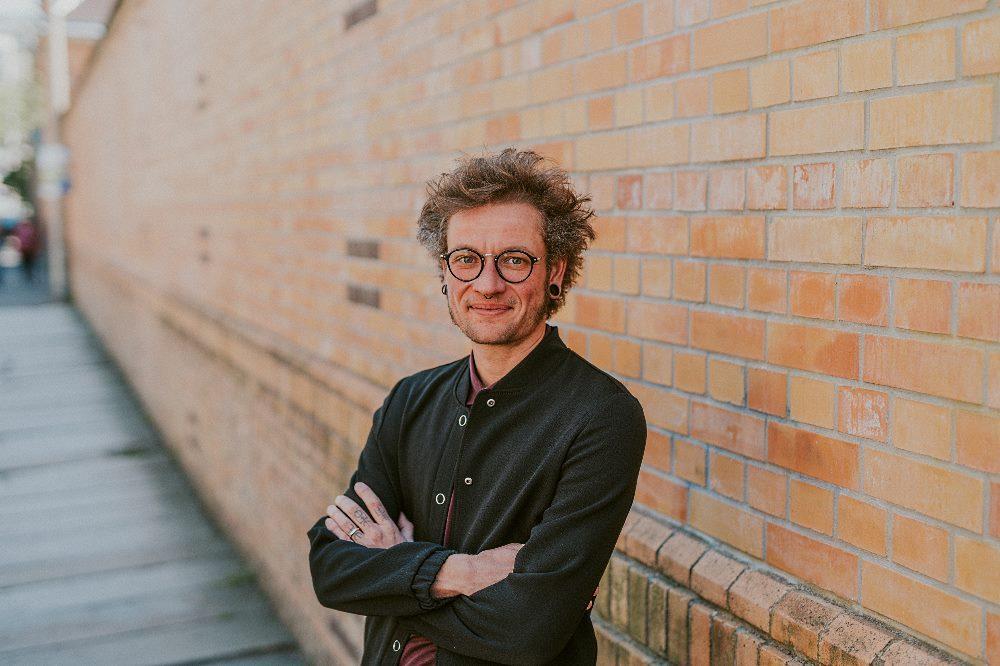 Tammo Wende ist Berater beim Verein RosaLinde in Leipzig. © Martin Neuhof