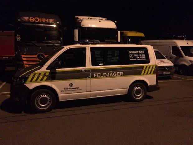 Die Feldjäger der Bundeswehr in der Mercedes Benz-Niederlassung vor Ort. Foto: L-IZ.de