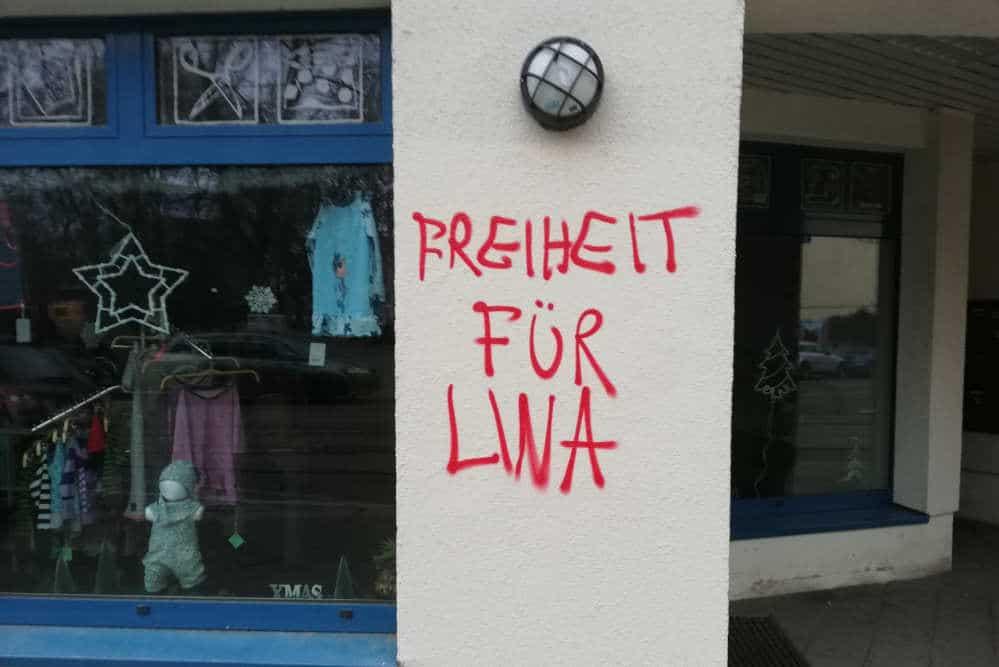 """""""Freiheit für Lina."""" Schriftzüge wie dieser sind in Connewitz nach der Verhaftung von Lina E. aufgetaucht. Foto: Martin Schöler"""