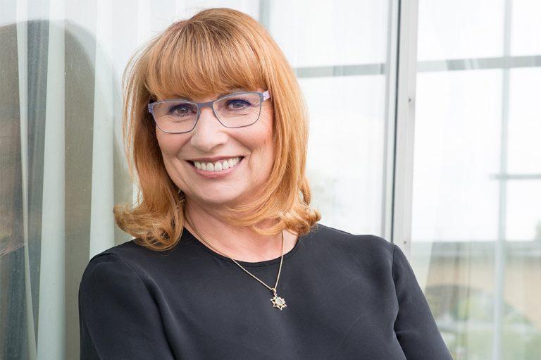 Auf einer Pressekonferenmz am Freitagabend informierte Sachsens Gesundheitsministerin Petra Köpping über die Maßnahmen der neuen Corona-Schutzverordnung. Foto: Kerstin Pötzsch