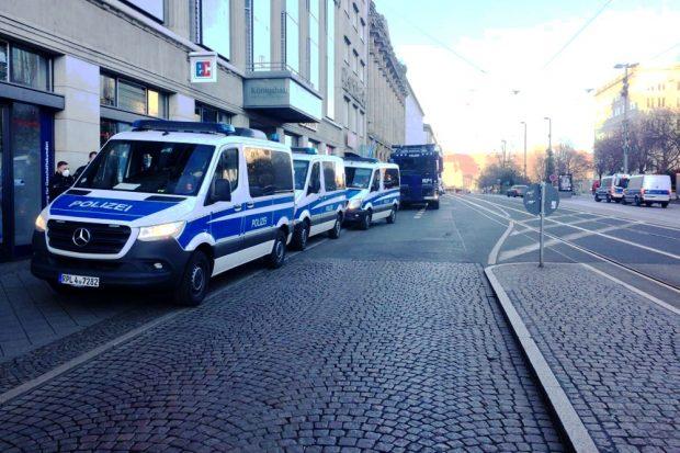 Polizei am Augustusplatz in Leipzig. Foto: L-IZ.de