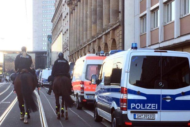 Reiterstaffel auch auf dem Augustusplatz unterwegs. Foto: L-IZ.de