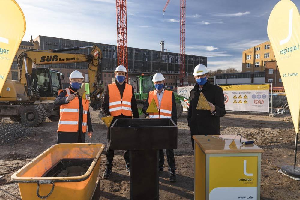 Grundsteinlegung fürs neue HKW Leipzig Süd: Thomas Brandenburg, Dr. Maik Piehler, Karsten Rogall und Burkhard Jung (von links). Foto: Leipziger Gruppe