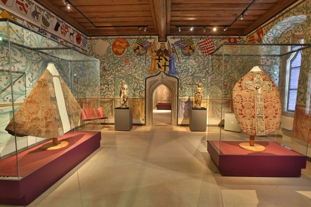Der Wappensaal im Kapitelhaus. Foto: Vereinigte Domstifter / F. Boxler