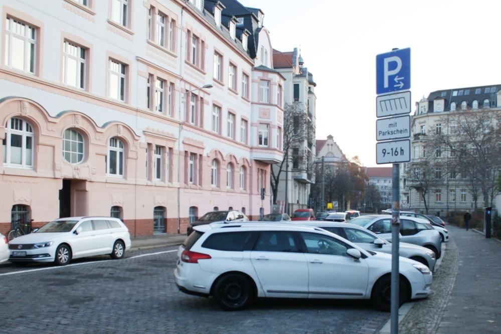 Die neue Parkanordnung im Kickerlingsberg. Foto: Ralf Julke
