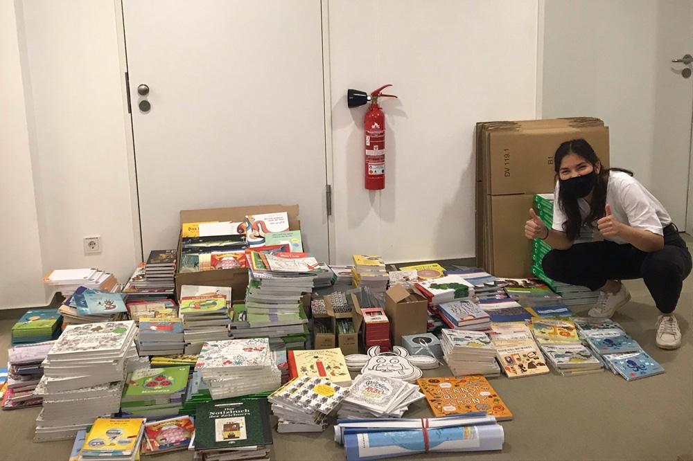 Kinderbücher für die Flüchtlingskinder auf Lesbos. Foto: Arbeitsgemeinschaft von Kinder- und Jugendbuchverlagen e. V.