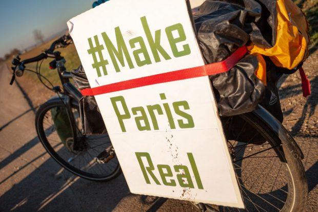 Auch unterwegs kan jeder lesen,worum es bei dieser Radtour geht. Foto: #ParisGoesBrussels