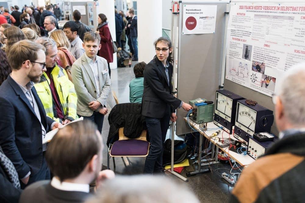 Junge Forscher präsentieren 2018 beim Regionalwettbewerb Nordwestsachsen ihr Projekt. 2021 wird das voraussichtlich online stattfinden. Foto: Christian Hüller