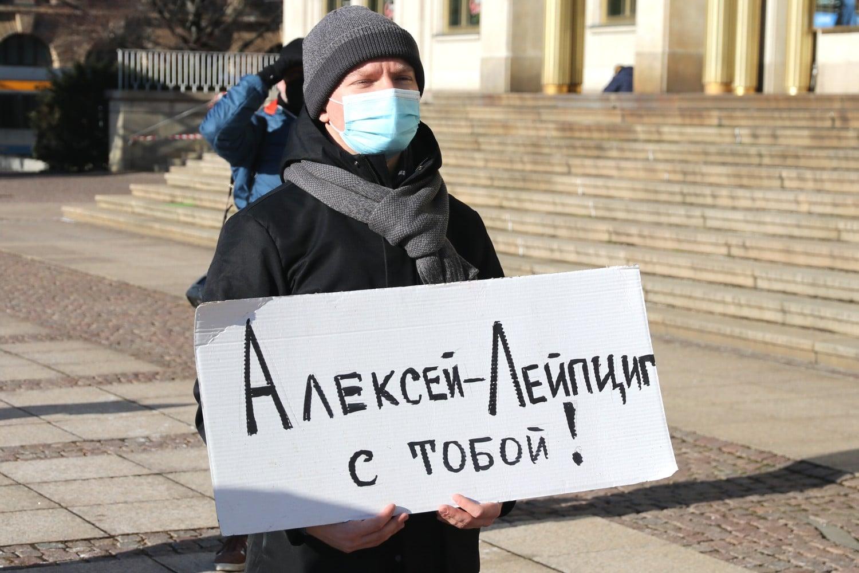 Zu Alexei stehen ... - Nawalny ist in Russland bei seiner Rückkehr am 17. Januar 2021 nach Moskau verhaftet worden. Foto: Michael Freitag