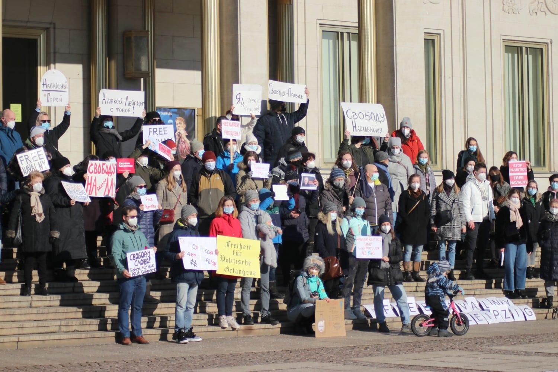 Eine kleine aber feine Demonstration gegen die Zustände in Russland. Wiederholung wohl kommenden Sonntag. Foto: Michael Freitag