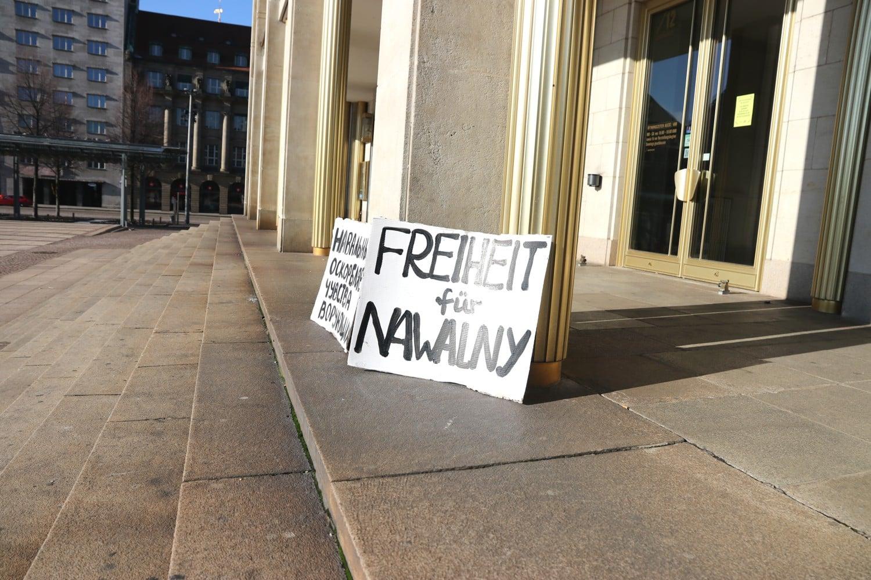 """Kernforderung - neben der Freilassung anderer """"politischer Gefangener"""" in Russland: Freiheit für Nawalny in Leipzig. Foto: Michael Freitag"""