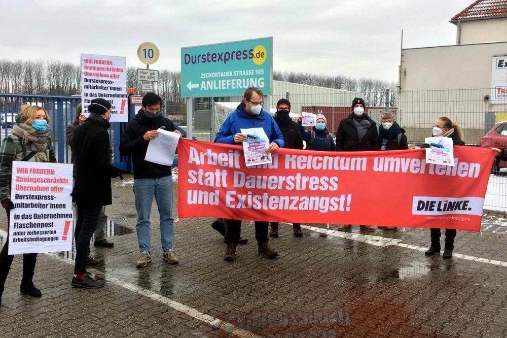 Draußen vor dem Tore - die Parteien und Gewerkschafter. Foto: LZ