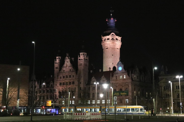 Das Neue Rathaus vom Leuschnerplatz aus gesehen. Foto: LZ