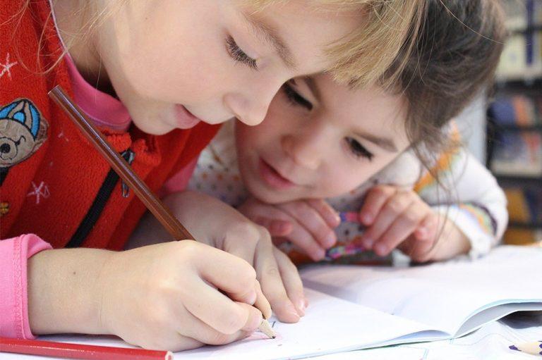 Der Präsenzunterricht an Schulen wird vorerst weiterhin nicht stattfinden, sinken die Zahlen, folgt laut Kultusminister/-innen die stufenweise Lockerung. Foto: pixabay