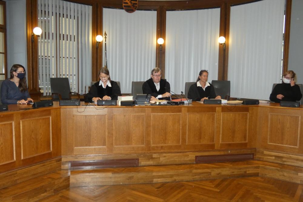 Kein einfacher Prozess: Auch das Schwurgericht um den Vorsitzenden Hans Jagenlauf (M.) ist Vorwürfen der Verteidigung ausgesetzt. Foto: Lucas Böhme