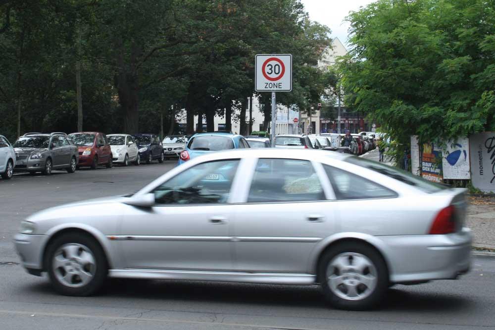 Tempo 30 in der Bernhard-Göring-Straße. Foto: Ralf Julke