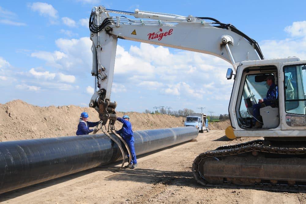 Der parallele Ausbau der Fernwasserleitung, die vom Wasserwerk Wienrode im Harz bis nach Halle verläuft, soll dieses Jahr abgeschlossen werden. Quelle: Fernwasserversorgung Elbaue-Ostharz GmbH
