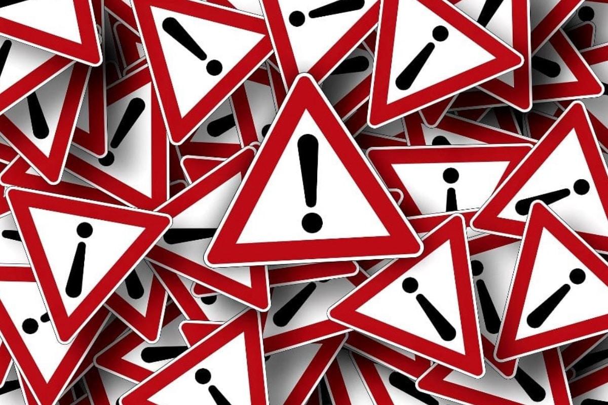 Achtung Gefahr Aufpassen Straßenschild