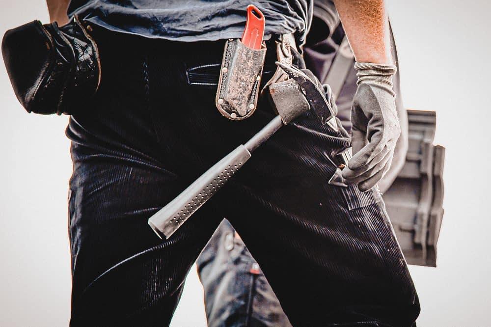 Dachdecker haben Anspruch auf einen höheren Mindestlohn. Die IG BAU ruft Beschäftigte zum Lohn-Check auf. Foto: IG BAU