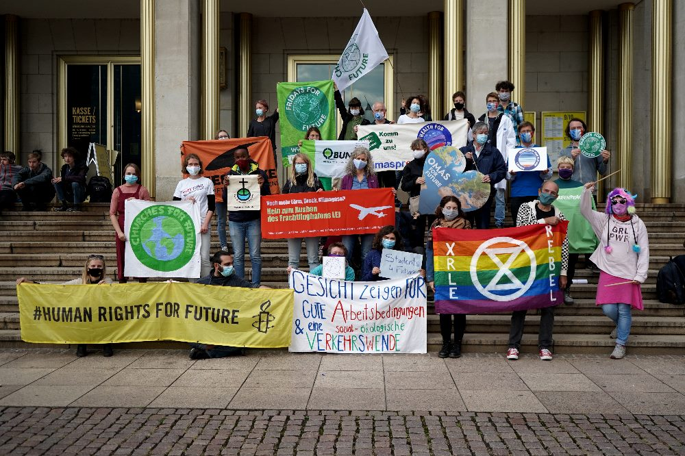 Das Bündnis Leipzig fürs Klima - Gruppenbild vor der Oper. Foto: Fridays For Future Leipzig