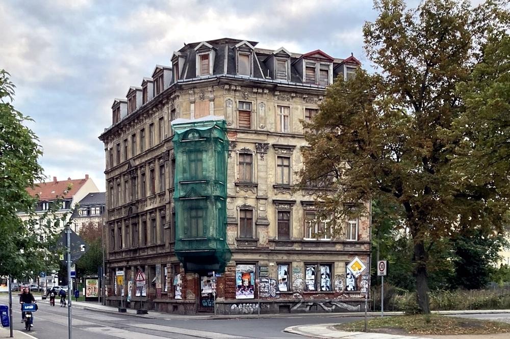 Leerstehend und im Verfall: die Hermann-Liebmann-Straße 43 im Leipziger Osten. Foto: Privat