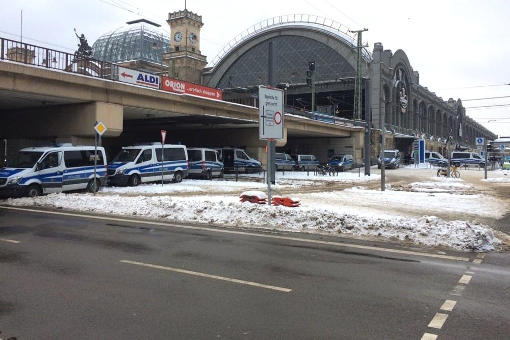 Heute weitgehend arbeitslos - die Polizei am Dresdner Hauptbahnhof. Foto: LZ