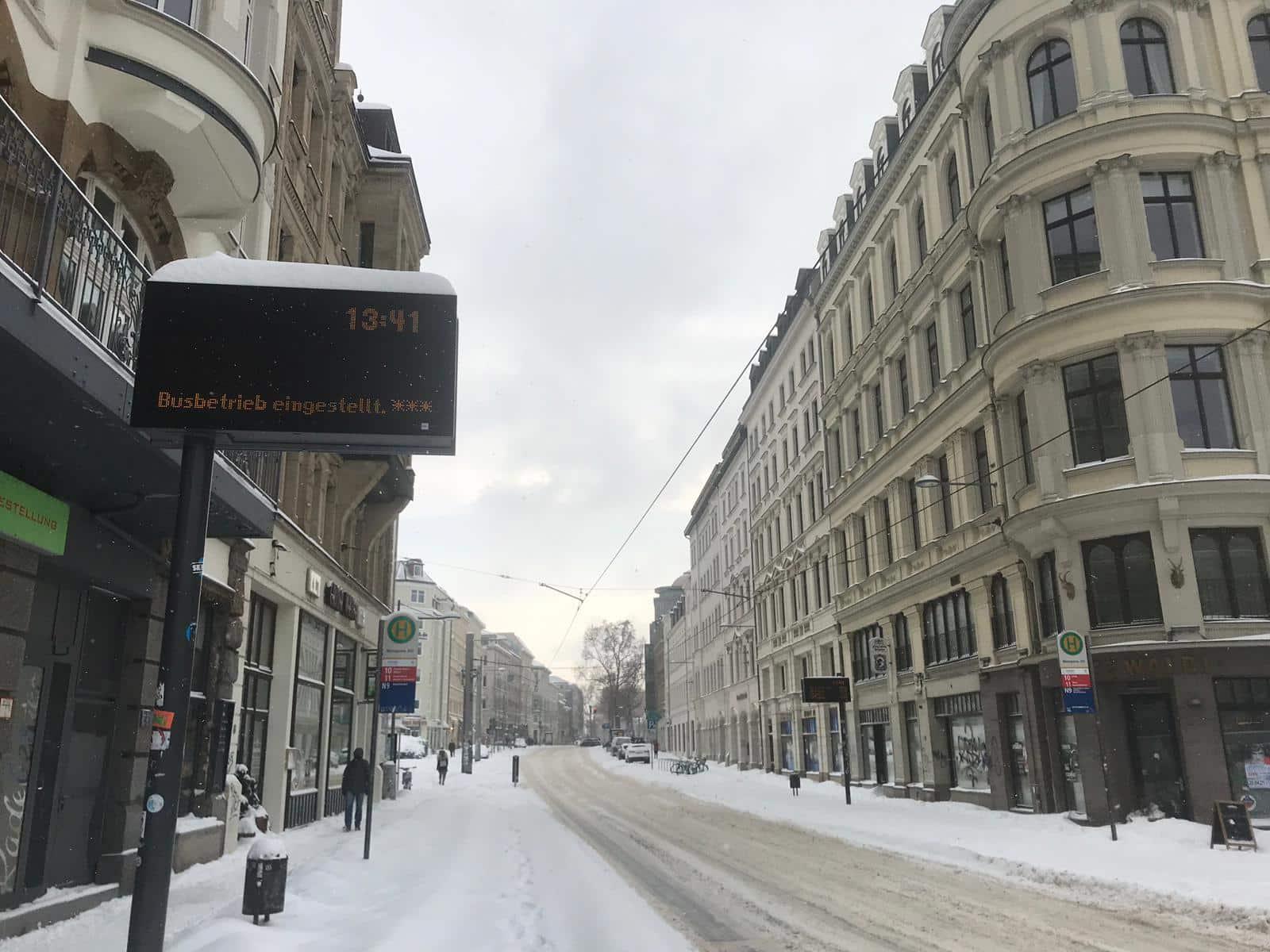 Seit den frühen Morgenstunden mussten die LVB den Bus- und Bahnverkehr einstellen. Foto: Birthe Kleemann