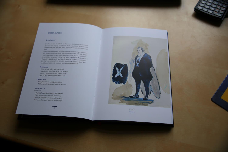 """Blick ins """"Lohengrin""""-Buch mit den Skizzen und Entwürfen Neo Rauchs und Rosa Loys. Foto: Martin Schöler"""
