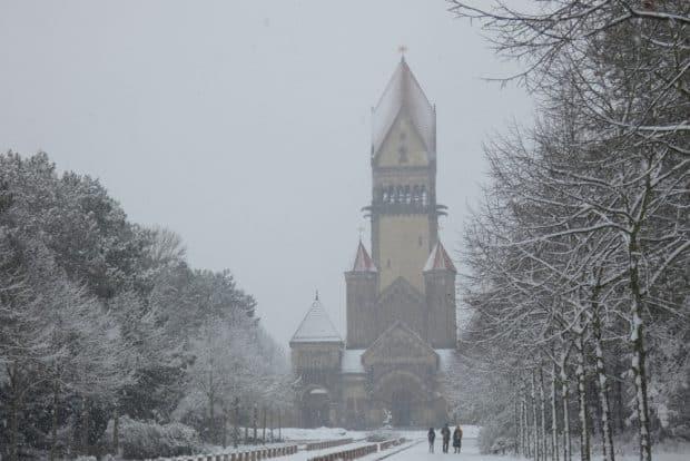 So sah es bis vor kurzem noch aus: Winter pur und Schnee, hier der Leipziger Südfriedhof im Frühjahr 2021. Foto: Lucas Böhme