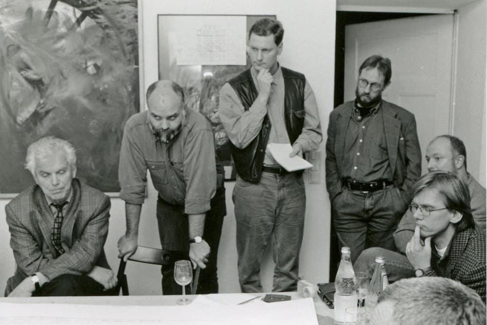 1995: Fachliche Diskussion zu Neubauten in Leipzig (Gormsen, Böhme, Nabert, Grimmann, Vors. Architektenkammer, Stephan Riedel, Bodo von Essen). Foto: Pro Leipzig
