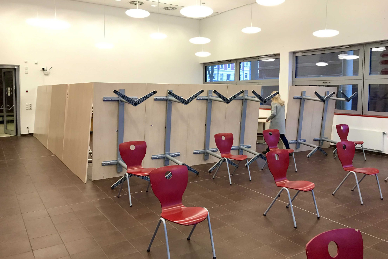 Mit großem Aufwand wurden Schulen Mitte Januar in Testzentren umgewandelt, hier das Werner-Heisenberg-Gymnasium in Leipzig. Foto: LaSuB