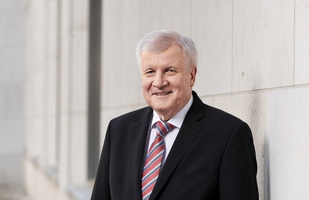 Porträtfoto des Bundesinnenministers Horst Seehofer