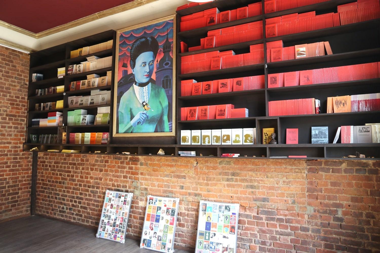 Der rote Salon für Rosa Lusemburg entstand auch während der Coronakrise. Foto: LZ