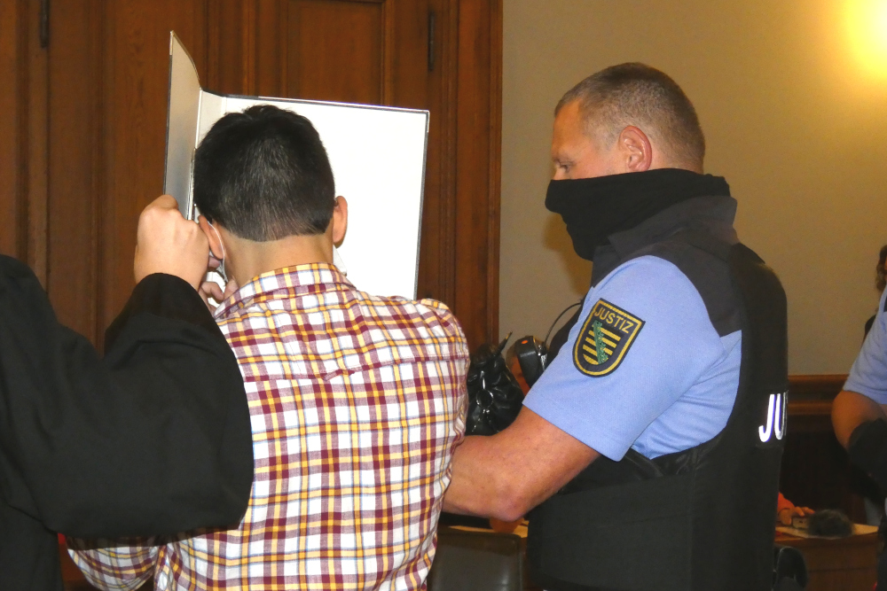 Der Angeklagte Edris Z. (31) beim Prozessauftakt am 7. Oktober 2020. Foto: Lucas Böhme