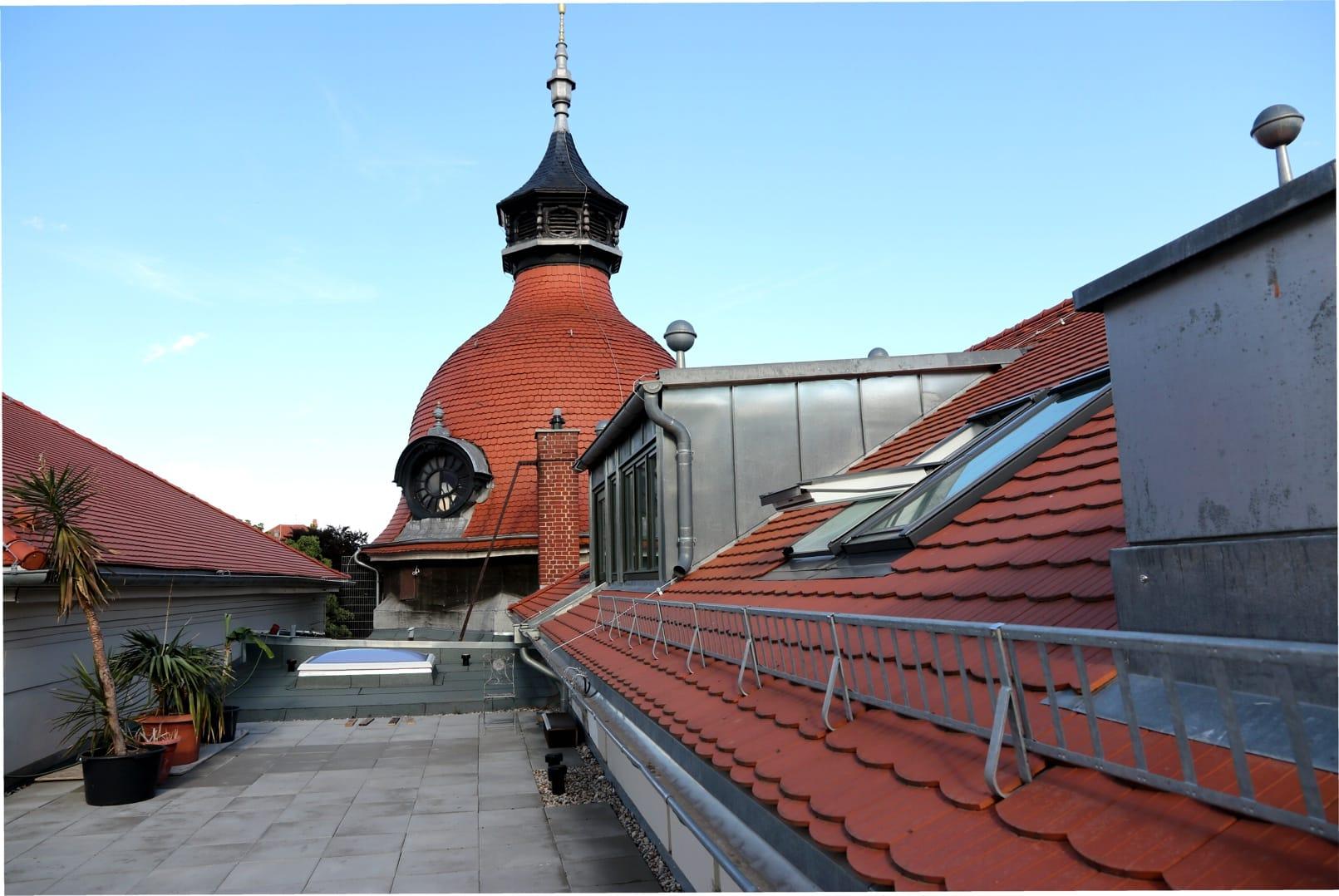 Auf dem Dach des Felsenkellers mit der stilprägenden Kuppel. Foto: LZ