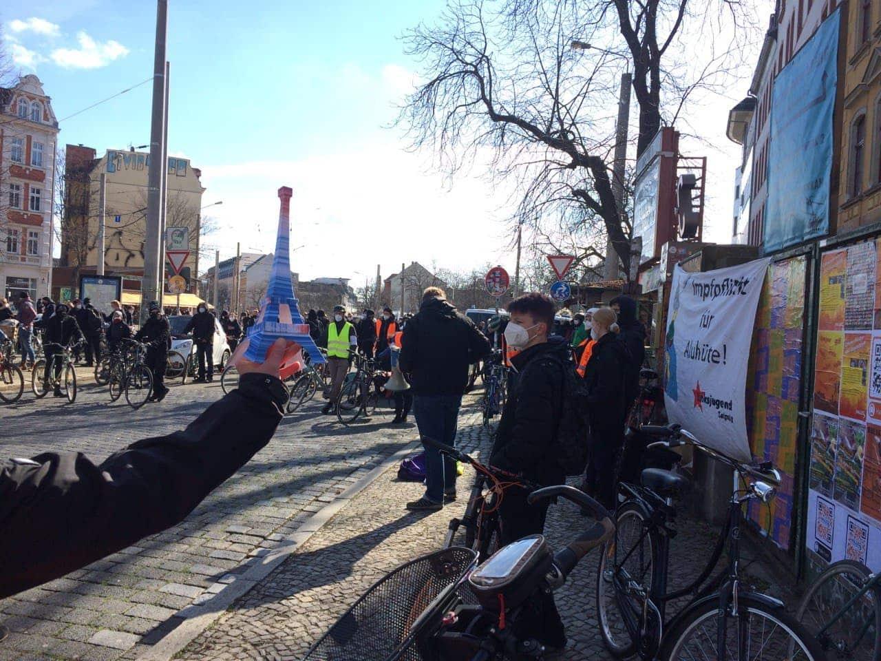 Kurznach 12 Uhr am Connewitzer Kreuz. Foto: Sabine Eicker