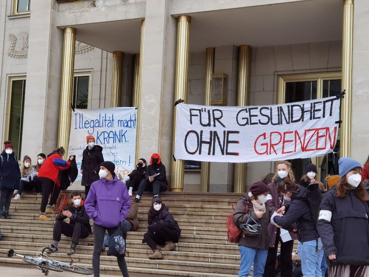 Feminismus-Demo an der Oper. Foto: Tilly Domian