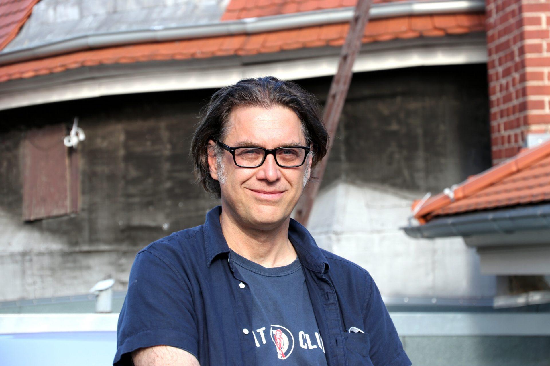(Noch) gelassen durch die Krise: Jörg Folta, Betreiber des Felsenkellers. Foto: LZ