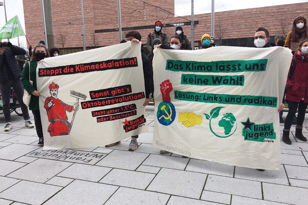 Bei der Preisverleihung für leere Versprechen vor dem Neuen Rathaus. Foto: LZ