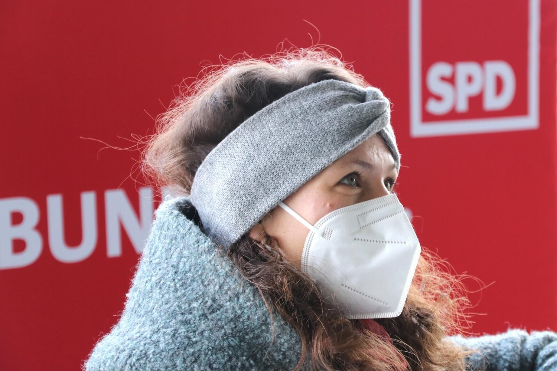 Politikerinnen, die in Pandemiezeiten mit den Augen strahlen müssen. Nadja Sthamer. Foto: LZ