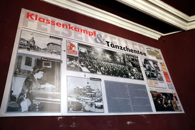 Rosa Luxemburg und die Geschichte des Hauses im Eingangsbereich. Foto: LZ