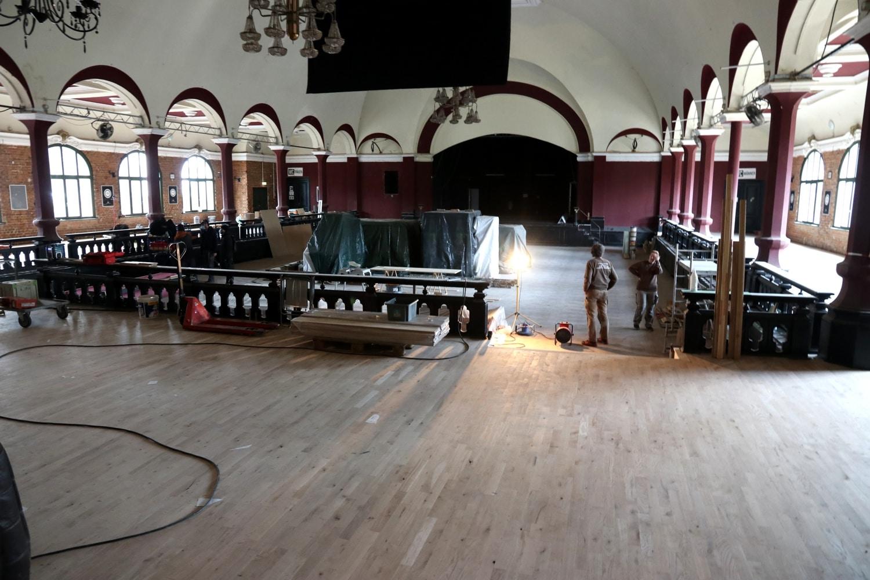 Sanierung und Verschönerungsarbeiten im März 2021 im großen Saal. Foto: LZ