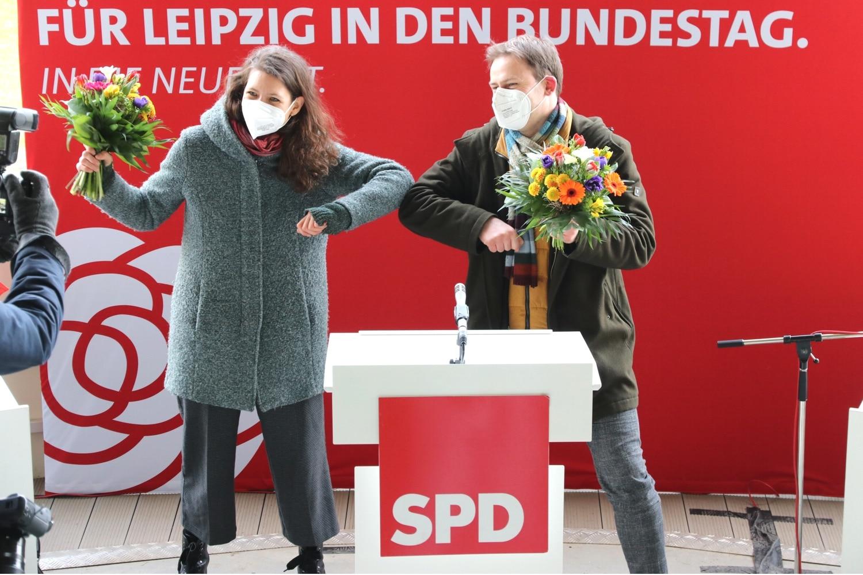 Und noch mal ran für die Presse. Nadja Sthamer udn Holger Mann. Foto: LZ