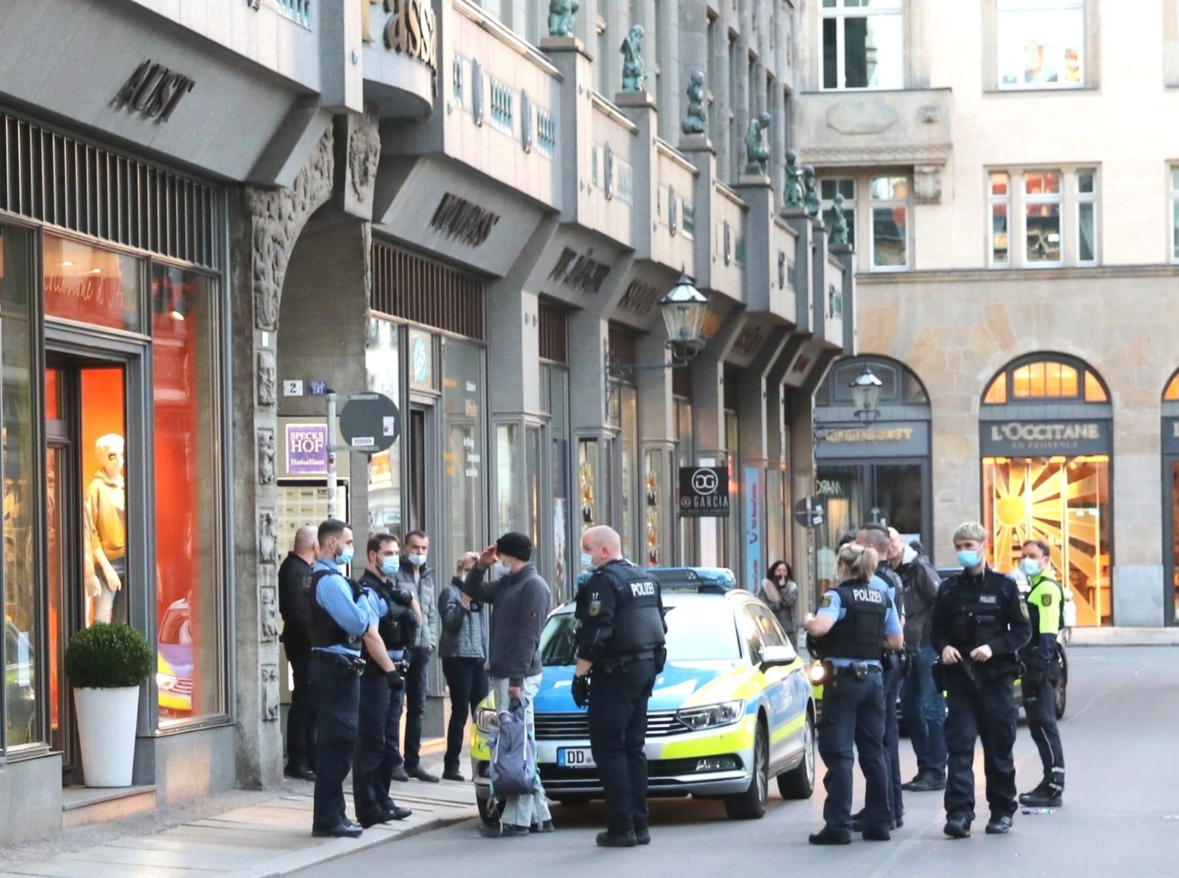 """Mancher Querdenker war früh frustriert und hoffte auf dei Hilfe der Polizei gegen """"die Antifa"""". Foto: LZ"""